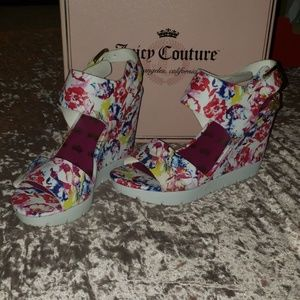 Juicy Couture White Floral Wedges